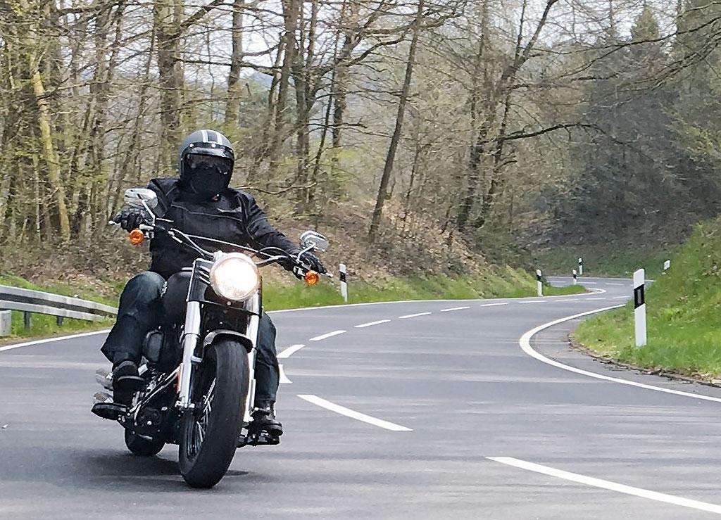images_Archiv_Fahrberichte_HD_Harley-Davidson-Softail-Slim-Modell-2016_Front-Harley-Davidson-Softail-Slim-2016