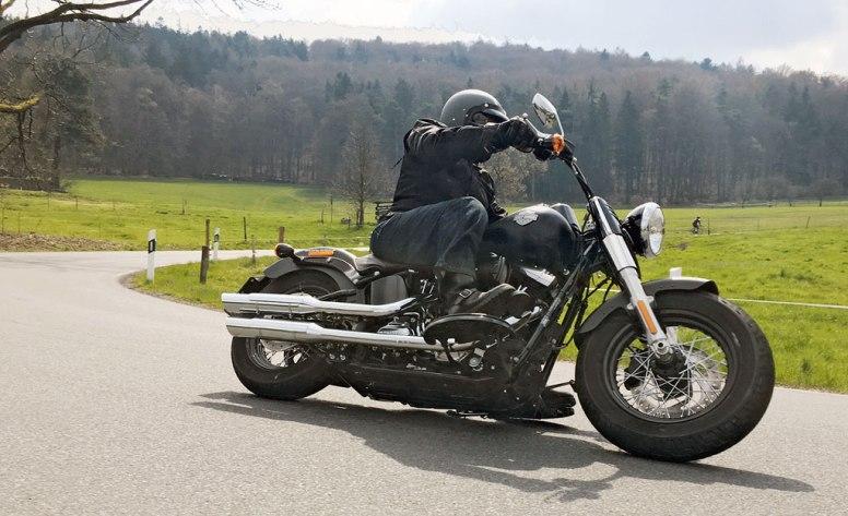 images_Archiv_Fahrberichte_HD_Harley-Davidson-Softail-Slim-Modell-2016_Harley-Davidson-Softail-Slim-2016-Action